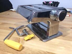 Deluxe manual pasta maker