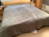 Alice at Home Grey bed throw/blanket