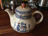 Hearts and flowers teapot and jug