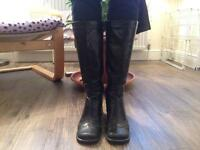 Patent leather Size 6 calf boots-black