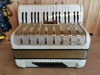Hohner Arietta IM, 2 Voice Vibrato Tuned (MM), 72 Bass, Piano Accordion. Lessons Available.