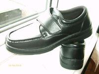 Lightweight, flexible, Black Shoes SIZE 9-10