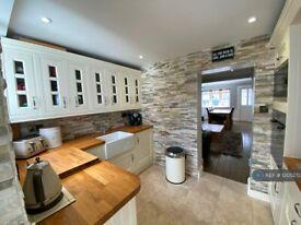 2 bedroom house in East Road, Enfield, EN3 (2 bed) (#1205272)