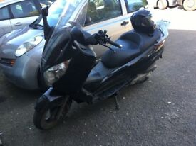 Is a good mopped .... few plastic broke to fix it up before selling ... come and see the bike