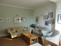 Lovely 2 double bedroom flat in central Esher
