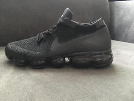 (SALE) Nike VapourMax Triple Black (SIZES 6-10)