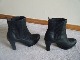 LADIES ECCO Black Ankle Boots, Size 7 (Eur 40)