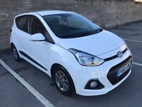 2015 65 Hyundai i10 Premium 1.0 petrol 5 door hatchback in stunning white