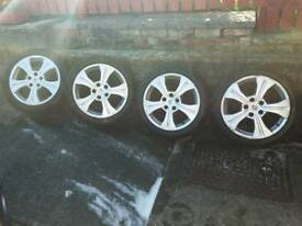 Renault 17inch alloys with excellent tyres