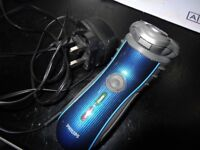 Shaver PHILIPS HQ7120 blue black stripe tactile grip sides still in a very good condition