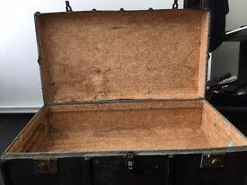 Vintage old trunk/suitcase