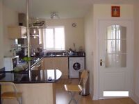 Two Bedroom House for rent - 2 min from Longbenton Metro - Professionals tenants Only