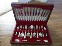 Beautiful steainless steel cutlery set in wooden presentation box
