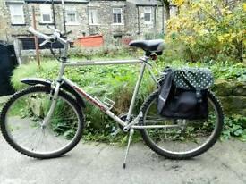 Diamondback aluminium all purpose bike with accessories,was £700