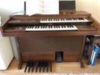 Electric organ, offset keyboard and foot pedals. Great condition