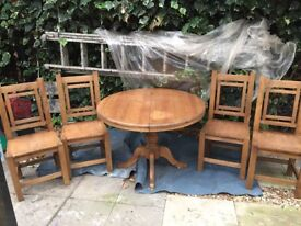 Extending pedestal Dining Room table with 4 Mexican chairs in good condition.