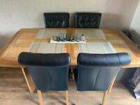 Extendable dining table with 6 faux leather chairs