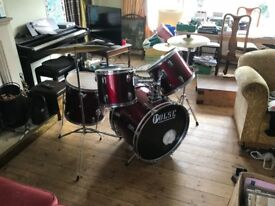 Drum Kit, perfect for beginners, sticks included.