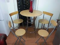 Lovely kitchen table and 4 chairs. Very good condition.