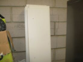 8 LENGTHS OF USED WHITE CHIPBOARD SHELVING