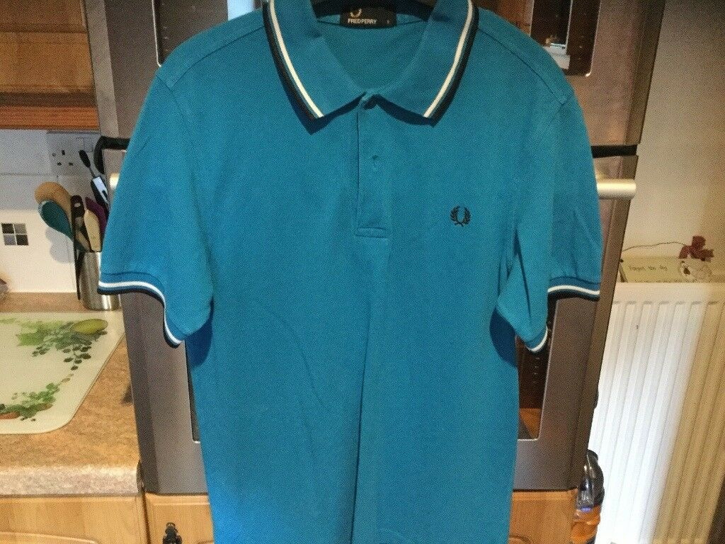 FRED PERRY polo shirt men's size small, about 46cms pit - pit. IMMACULATE CONDITION.