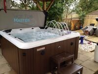 Brand New 6 Person Crescent Bay Deluxe II Hot Tub with Bluetooth Speaker For Sale