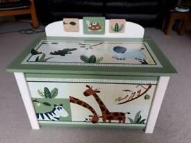 Solid wooden soft-close jungle toy box (Kids Line 'Zanzibar')