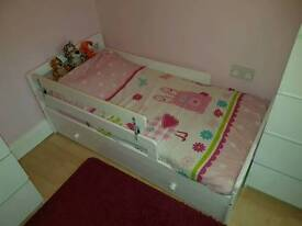 Toddler bed including mattress