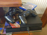 Ps4 + 2 controllers + game
