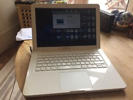 """White MacBook 13.3"""" Late 2009 - 2.26GHz Core2Duo - AZERTY (French) Keyboard!"""