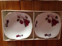 Vintage Cmielow 2 x little plates red rose