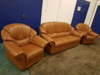 TAN / LIGHT BROWN LEATHER LOUNGE SUITE 3 SEATER SOFA / SETTEE & 2 ARMCHAIRS DELIVERY AVAILABLE