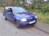Renault Clio. For spares or scrap