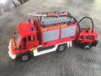 Fire Engine with water tank (fill up to squirt water)
