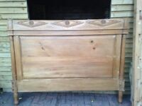 BESPOKE SOLID PINE HAND CARVED SUPER KING SIZE BED VERY NICE WELL MADE ITEM FREE LOCAL DELIVERY