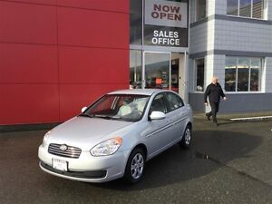 2009 Hyundai Accent 3Dr GL at LOW KMS ! *Auto* ! Great 1ST Car ! Comox / Courtenay / Cumberland Comox Valley Area image 2