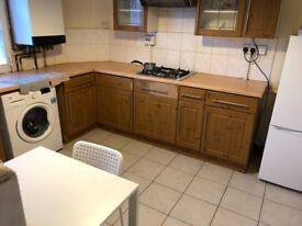 Room to let in a 3 bed flat near Barking station