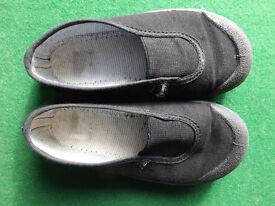 daps, gym school shoes, plimsoles