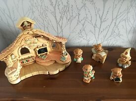 Pendelfin Old School House & 5 rabbit ornaments