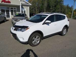 2013 Toyota RAV4 XLE AWD, SUNROOF, BACK UP CAMERA!