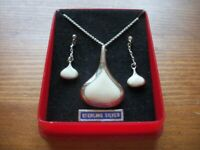 BRAND NEW SILVER/IVORY NECKLACE AND DROP EARRING SET
