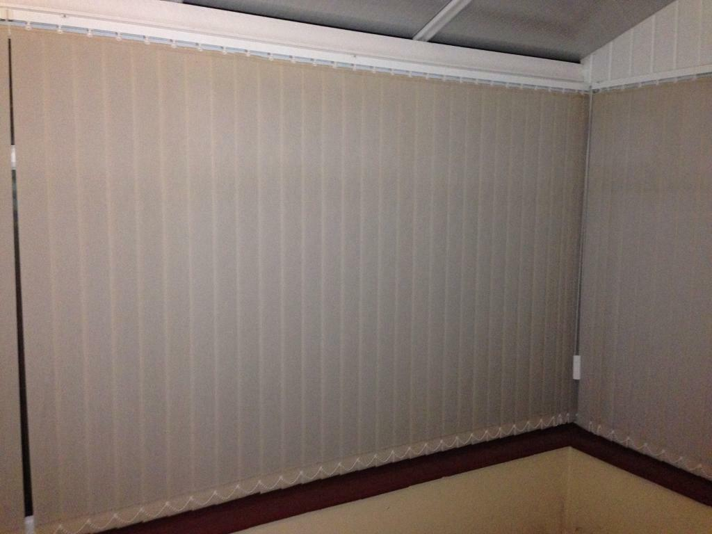 2m 24cm Vertical Blind (blind width 89mmin Worthing, West SussexGumtree - A 2m 24cm long Vertical Blind (each blind has a 140cm drop and 9cm (actually 89mm) width).Cream colour.Rotatable to let in light.Retractable if you want a clear view out