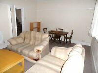 3 bedroom flat on Elm Grove available 1st July to students or working professionals