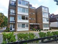 Amazing 3 bedroom flat near Brondesbury Park station & local amenities