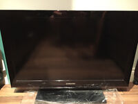 """Samsung 32"""" Full HD LCD TV (built in freeview) - Excellent Condition"""