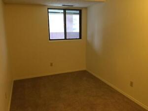 3rd-Floor 2-bd w/ balcony , Great location!