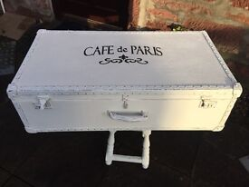 Beautiful vintage shabby chic trunk/suitcase.