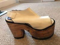 Platform sandal / Platform boots
