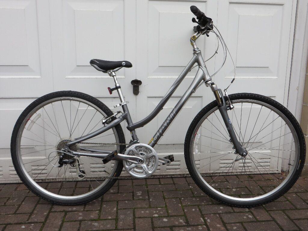 Giant Cypress Lx Hybrid Ladies Bicycle In Dennistoun Glasgow
