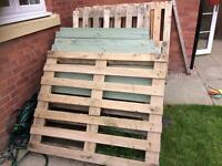 6 wooden pallets free to uplift